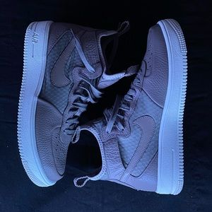Nike Air Force 1 Mid's